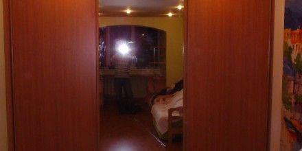 зеркальный шкаф на всю комнату