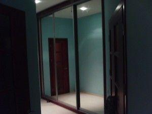 большой раздвижной зеркальный шкаф