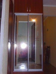 маленький зеркальный раздвижной шкаф