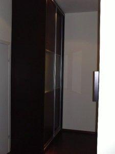 вид с боку раздвижного шкафа