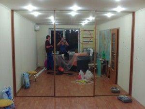 зеркальный раздвижной шкаф