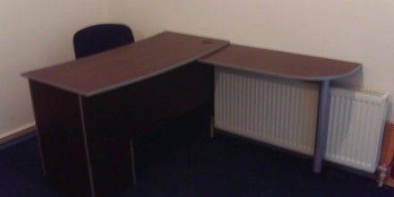 офисный стол, миниммализм