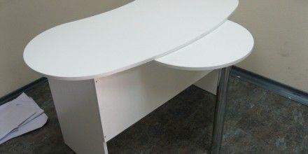 стол для маникюрной мастерской