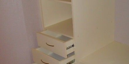 ящички в гардеробной комнате