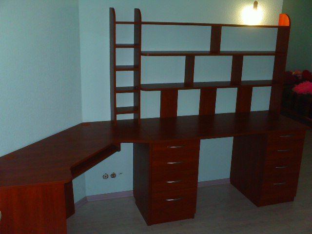 полки + стол в робочем месте