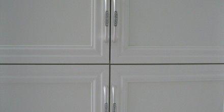красивые ручки на белом шкафу