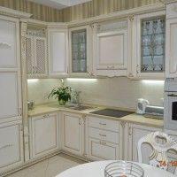 кухня с элементами декора патиной